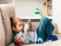 چتر بی توجهی مسئولان بر سر کودکان/ فضای مجازی اوقات فراغت کودکان را بلعیده است